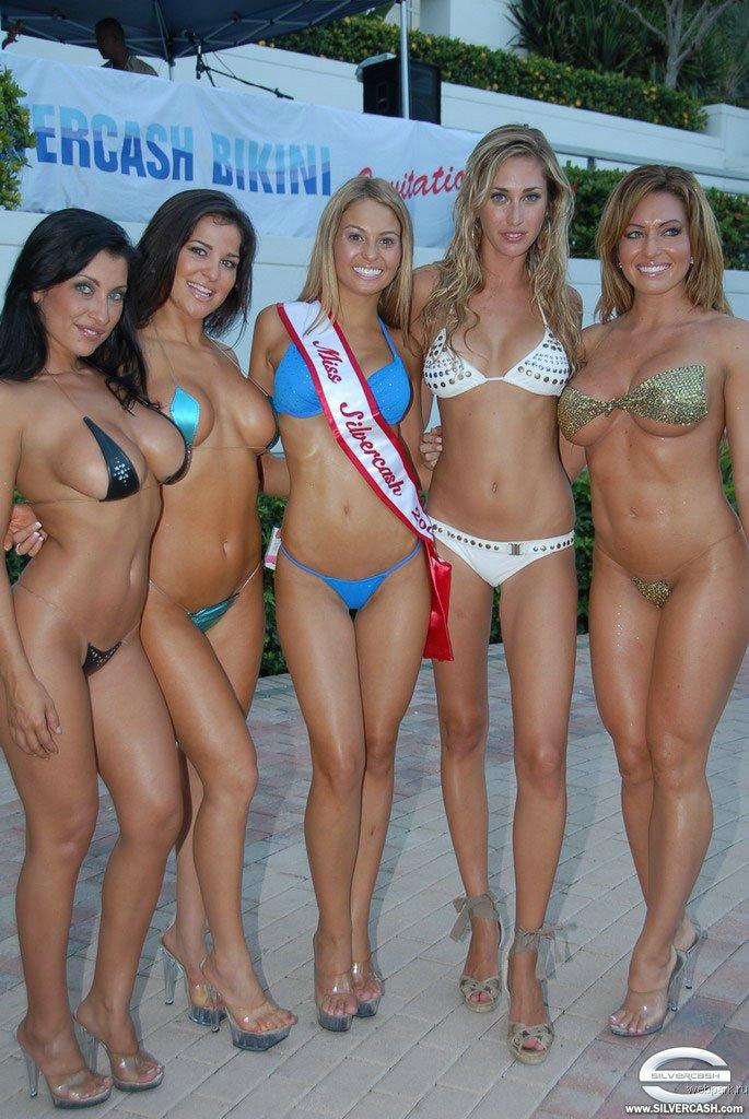 Девушки на конкурсе бикини