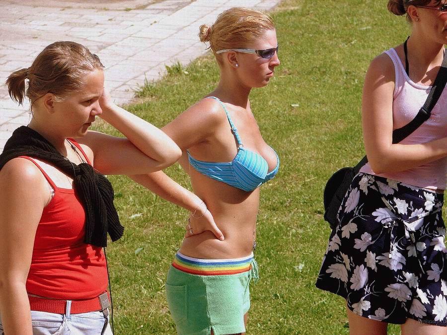 Девушки... купальники...