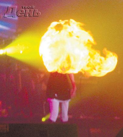 """Солистка """"А-Студио"""" едва не сгорела на концерте"""