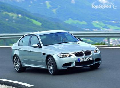BMW подогревает интерес к своим моделям