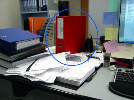 Вот такой вот тайничок из офисной папки