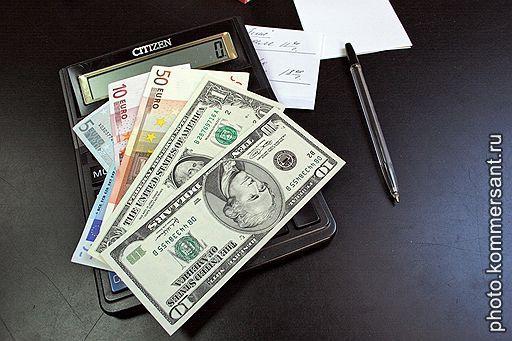 Доллар прекращает хождение по России