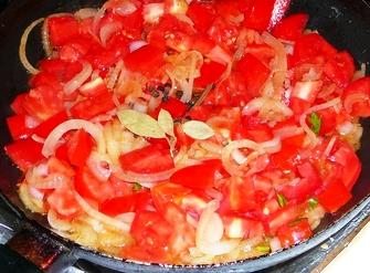 Жареный перец в томатном соусе.
