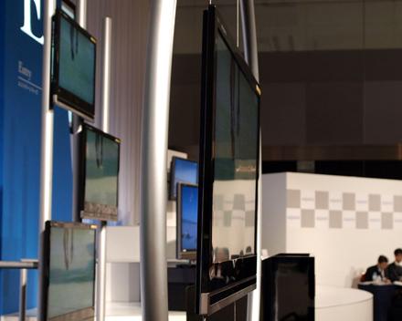 Создан самый тонкий ЖК-телевизор.