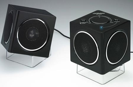 Миниатюрные колонки кубической формы JVC SP-A440 создают объемный звук