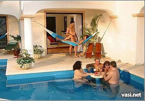 Отель для нудистов