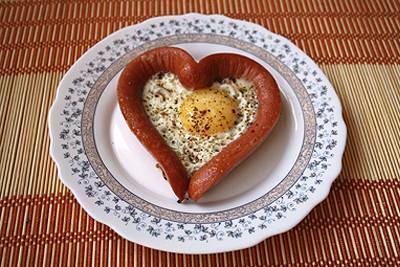 к завтраку...