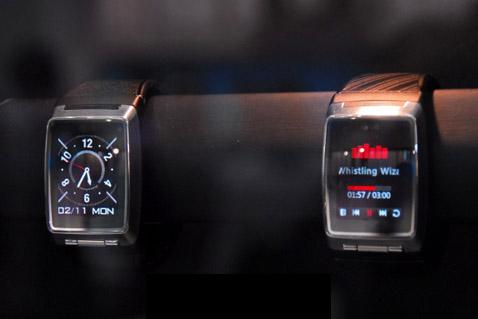 Мобильник-часы от LG