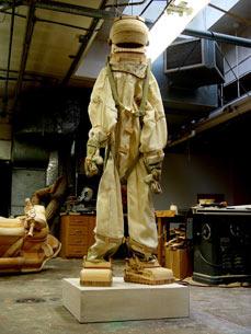 Деревянный робот-воин