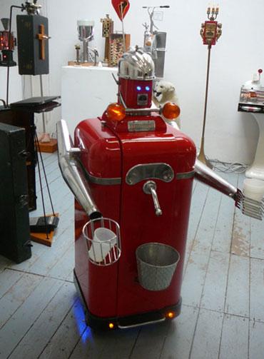 Робот-пивовоз- Пиво разольет, с клиентом поговорит