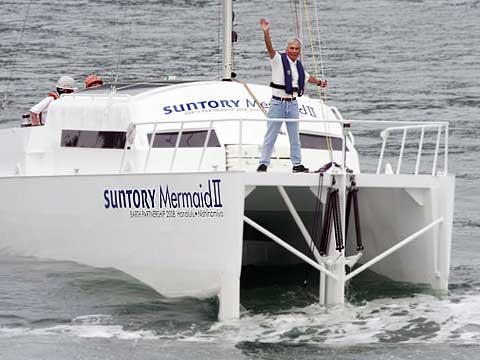 Лодка движется на энергии волн