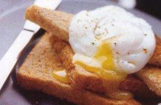 Завтрак, яйцо -пашот с гренками.