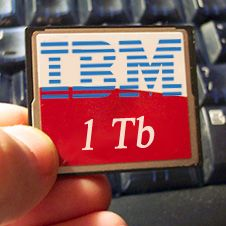 "Нанотехнологии помогут IBM создать ""флэшку"" на тысячи гигабайт"
