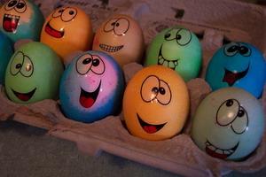 Как оригинально и красиво разрисовать пасхальные яйца без «химии»