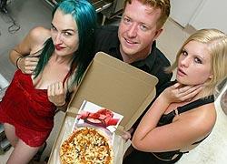 Канадская Порно Пицца ещё раз доказала – секс увеличивает продажи!