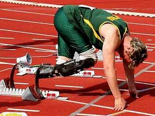 Безногому бегуну разрешили выступать на Олимпийских играх
