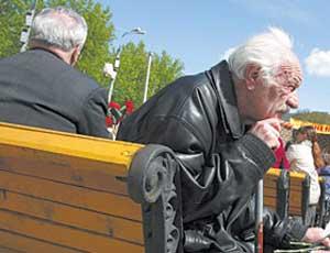 С выходом на пенсию белорусам придется повременить
