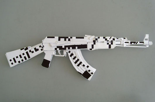 Выставка бумажного оружия в Лондоне