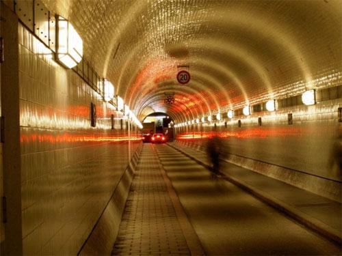 Cамый необычный туннель проходит под Эльбой