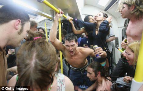Попойка в лондонском метро