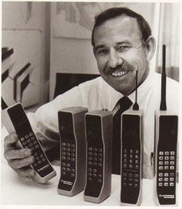 Первому сотовому телефону DynaTAC 8000X 25 лет