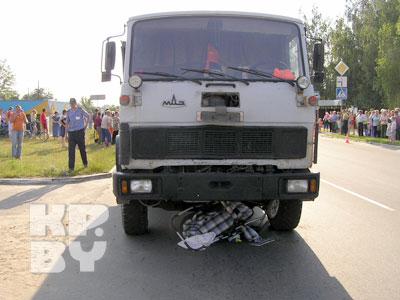 МАЗ сбил на пешеходном переходе в Рогачеве коляску с ребенком