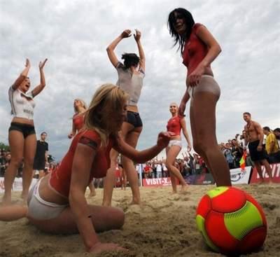 Топлесс матч на EURO2008