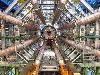 На Большой адронный коллайдер подали в суд