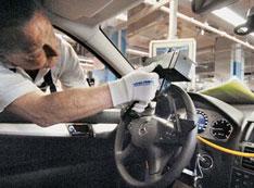 Mercedes-Benz остановил конвейер из-за болельщиков