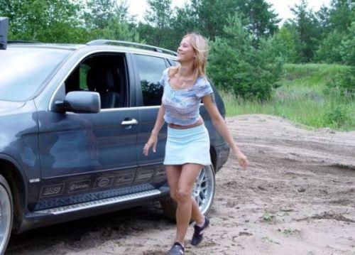 Девушки и застрявшие машины