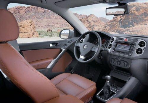 VW Tiguan ���������� Toyota RAV4 �� ����������� ����� SUV