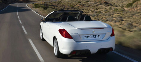 Появились первые фотографии кабриолета Peugeot 308