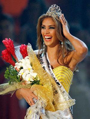 """""""Мисс Вселенная-2008"""": россиянка четвертая, а """"Мисс США"""" упала"""