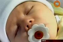 В Омске новорожденной девочке в глаза закапали клей