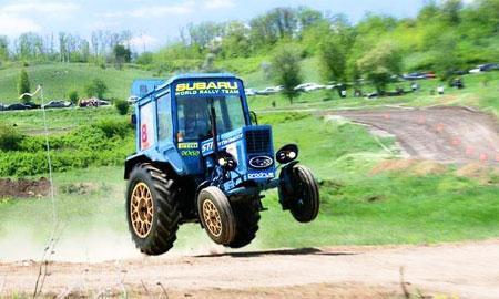 Гонки на тракторе (YouTubeVideo)