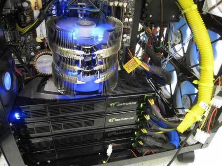 Компьютер с 16 графическими процессорами
