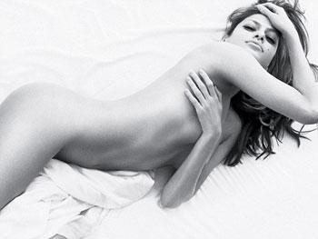 Откровенный рекламный ролик с Евой Мендес запрещен к показу