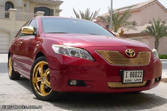 Позолоченная Toyota Camry