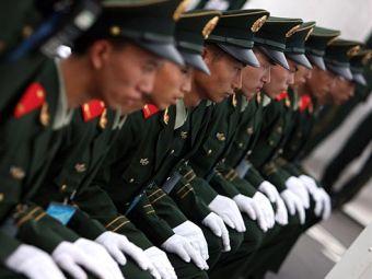 Китайские солдаты открывали Олимпиаду-2008 в подгузниках