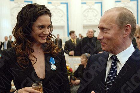 Досье: Елена Исинбаева