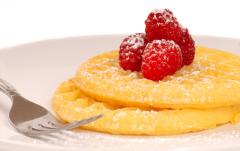 Как приготовить пирожные из оладий?