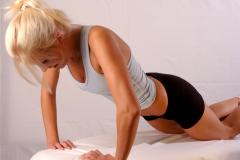 Как улучшить форму груди?
