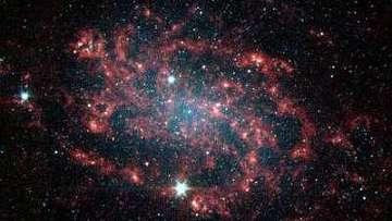 """Астрономы обнаружили """"мостик"""" из темной материи между галактиками"""