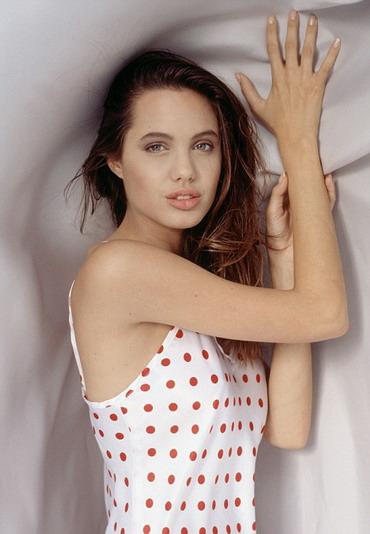 Неизвестные снимки 16-летней Джоли: юная, непорочная и без татуировок