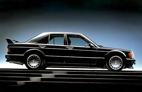 Черная стрела. Как скромный Mercedes 190E стал легендарным спорткаром