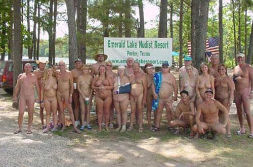 Американский нудизм стремительно стареет, а молодежь отказывается отдыхать голышом