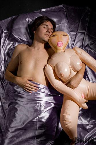 Секс-кукла: рот открыла и молчит
