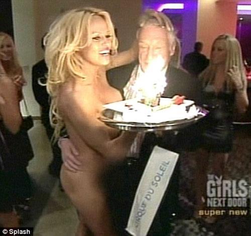 Голая Памела Андерсон поздравила с днем рождения Хью Хефнера