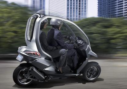 Скутер Peugeot HYmotion3 – новейшие технологии на страже безопасности