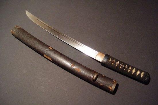 Вакидзаси - короткий японский меч.